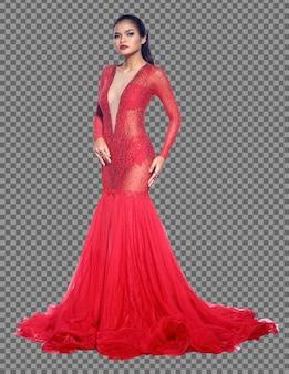 Ganzkörperporträt einer asiatischen frau der 20er jahre, die ein rotes abendkleid mit langem ballkleid trägt. gebräunte haut mädchen stehen fashion posiert elegante pailletten lange spitzenärmel über weißem hintergrund isoliert
