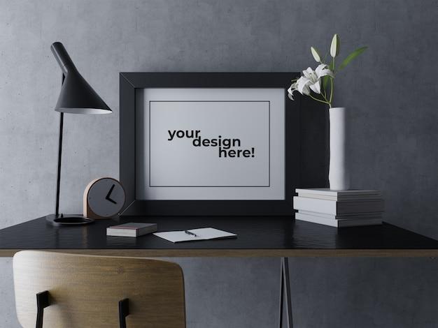Gebrauchsfertige einzelne grafik-rahmen-modell-design-schablone, die auf schwarzer tabelle am modernen innenarbeitsplatz sitzt