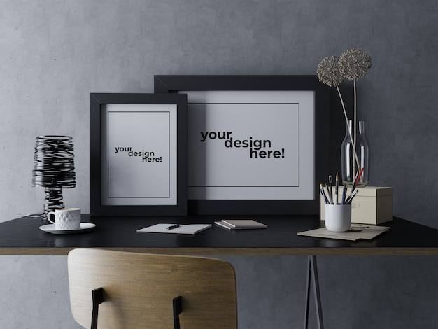 Gebrauchsfertige zwei plakat-rahmen-modell-design-schablone, die auf schreibtisch im unbedeutenden modernen arbeitsplatz sitzt