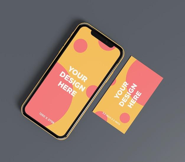 Gebrauchsfertiges smartphonemodell mit draufsicht der visitenkarte