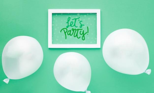 Geburtstagsballone mit weißem rahmen