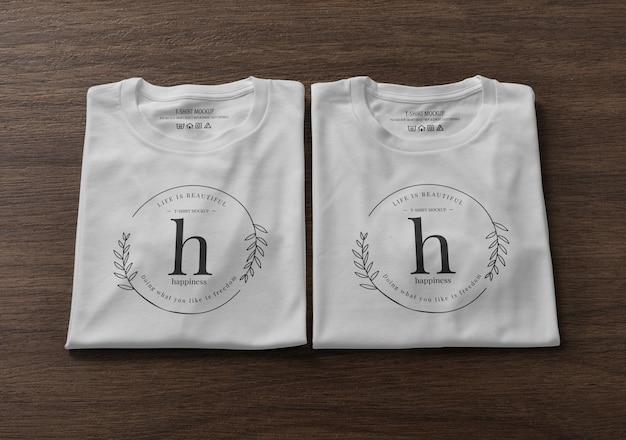 Gefaltetes t-shirt modellentwurf