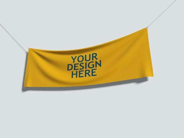 Gelber stoff, der mit seilen hängt