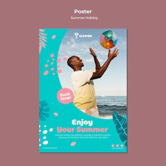Genießen sie die plakatvorlage für den sommerurlaub