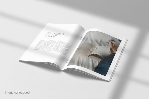 Geöffnete broschüre oder katalogmodell