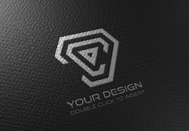 Geprägtes logo modell auf schwarzer papierstruktur