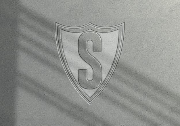 Geprägtes logo-modell auf weißem leder