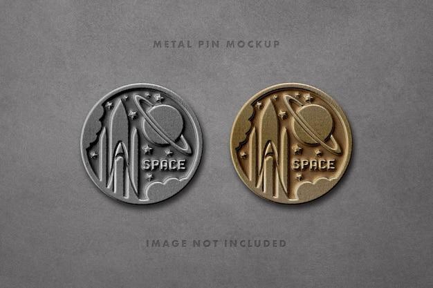 Gepresste metallische namen pin mockup design