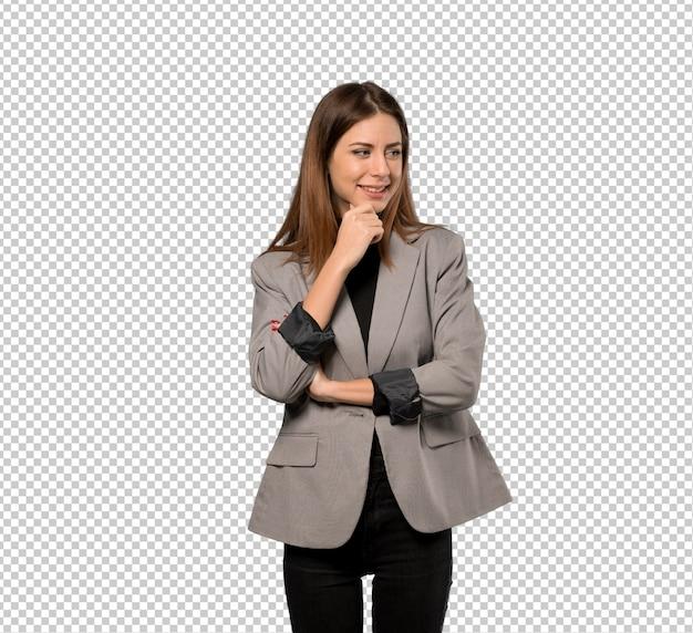 Geschäftsfrau, die zur seite schaut