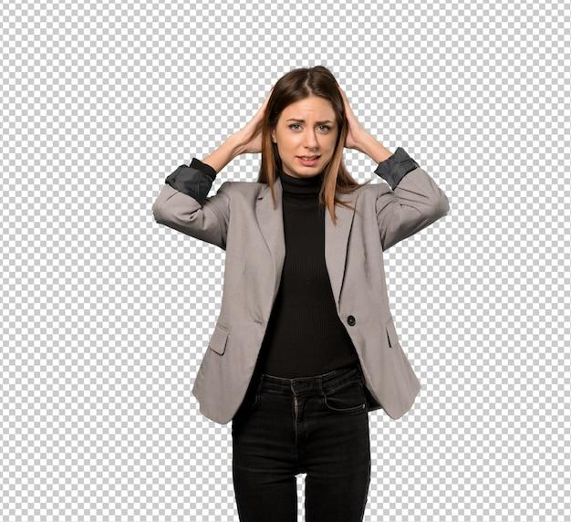 Geschäftsfrau frustriert und nimmt hände am kopf