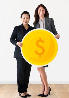 Geschäftsfrauen, die dollarmünzenikone halten