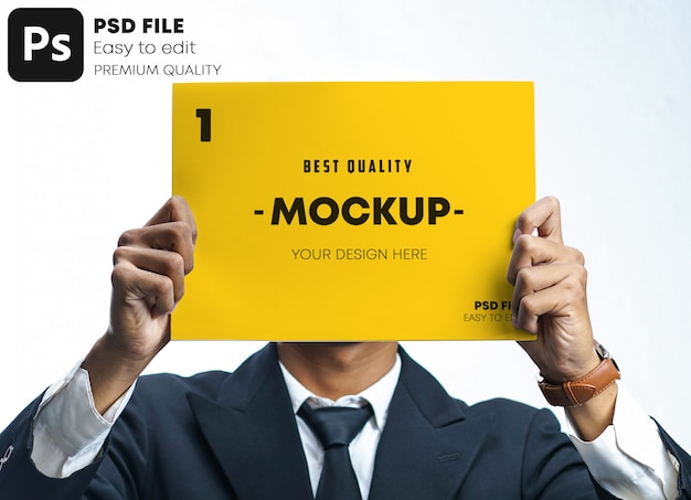 Geschäftsmann, der plakat-flyer-entwurf hält, der sein gesichtsmodell bedeckt