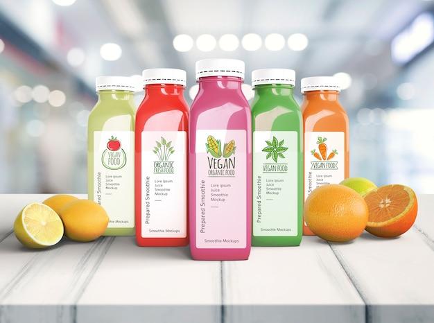 Gesunde organische smoothies auf holztischmodell