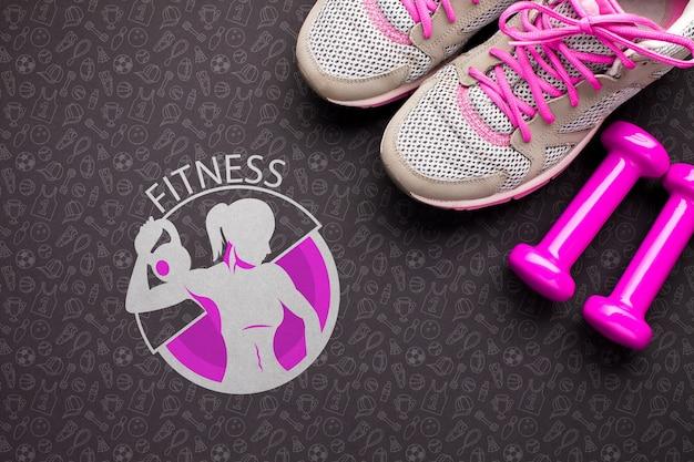 Gewichte und schuhe für den fitnesskurs