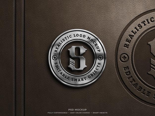Glänzendes metallic- und ledergepresstes logo-mockup auf braunem leder