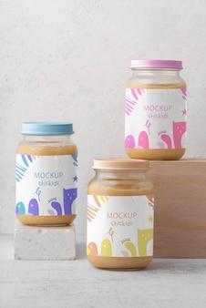 Gläser mit babynahrungs-sortiment-modell