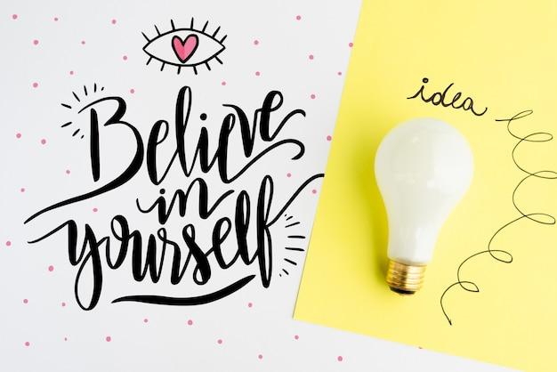 Glauben sie an sich selbst zitat mit realistischer glühbirne
