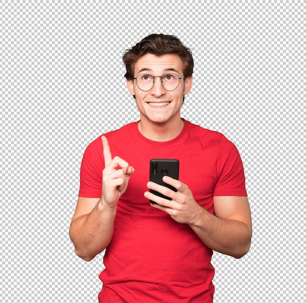 Glücklicher junger mann, der oben zeigt und ein handy benutzt