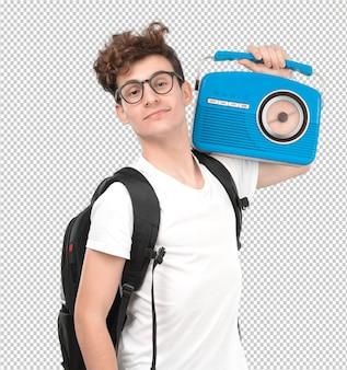 Glücklicher junger student mit einem weinleseradio