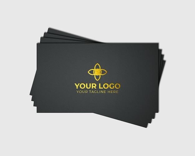 Goldenes logo-modell auf visitenkarte