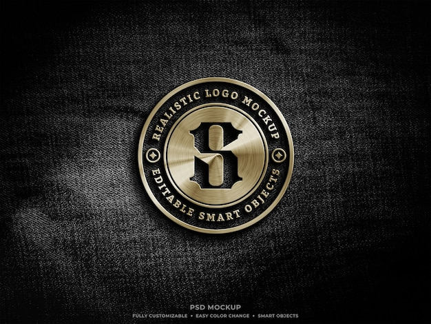 Goldenes metallic-logo-modell auf rauem schwarzem denim-stoff