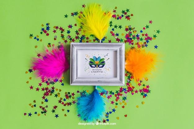 Große karneval mockup design mit farbigen federn