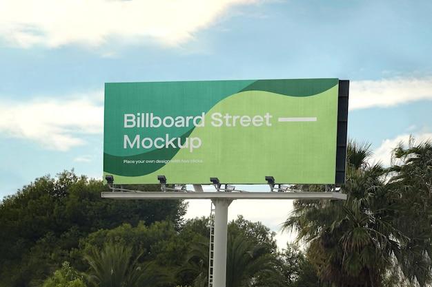 Großes plakatmodell mit palmen