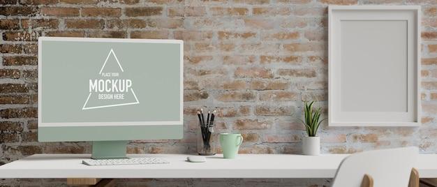 Grüner pastell-computermonitor mit mockup-bildschirm