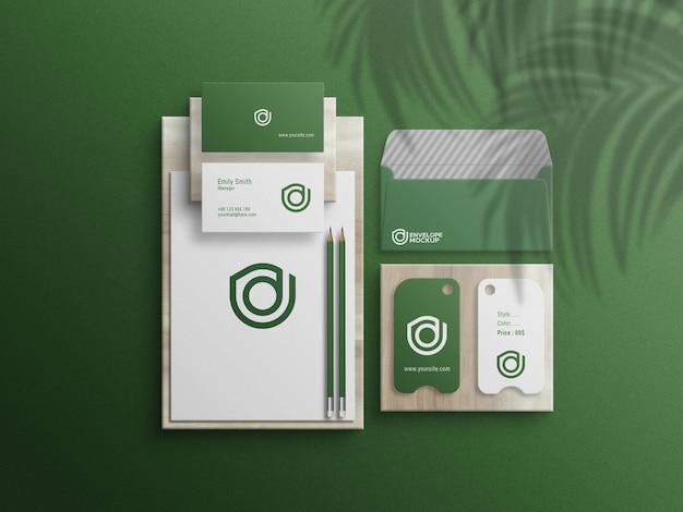 Grünes briefpapier-set mockup-datei