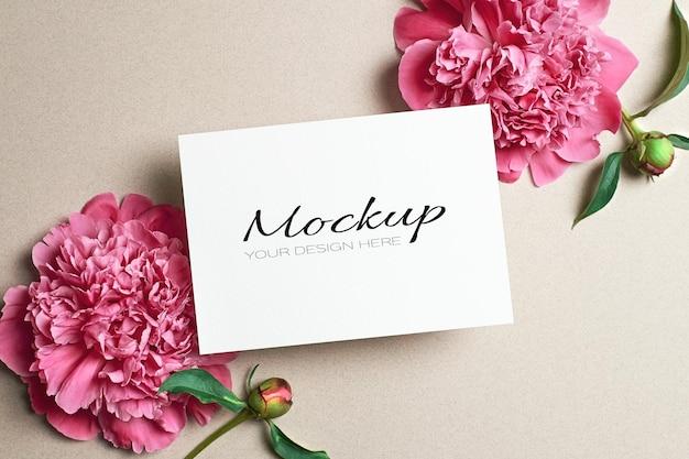 Grußkarte oder einladung stationäres modell mit rosa pfingstrosenblüten