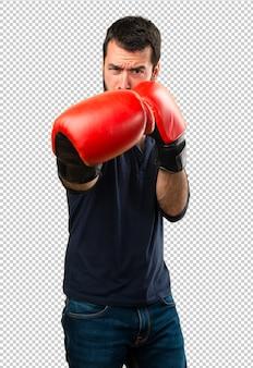 Gut aussehender mann mit bart mit boxhandschuhen