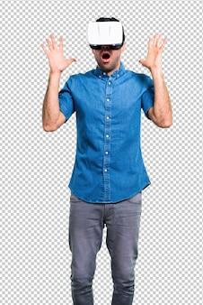 Gut aussehender mann mit blauem hemd unter verwendung der vr-gläser