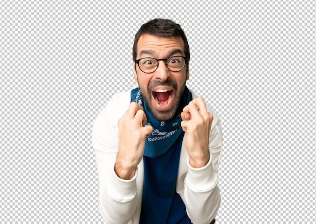 Gut aussehender mann mit brille durch eine schlechte situation frustriert