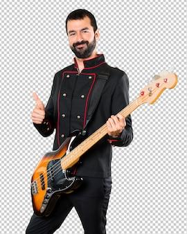 Gut aussehender mann mit gitarre mit dem daumen oben