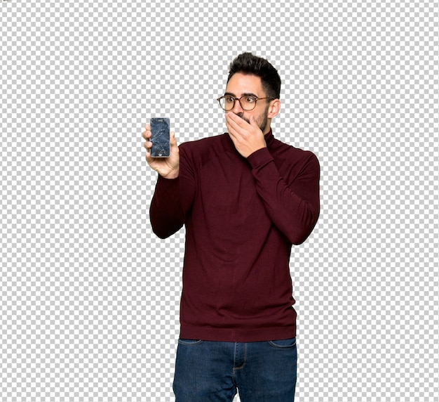 Gut aussehender mann mit gläsern mit dem gestörten halten des gebrochenen smartphone