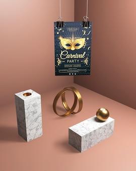 Hängendes karnevalsparteiplakat und goldener schmuck