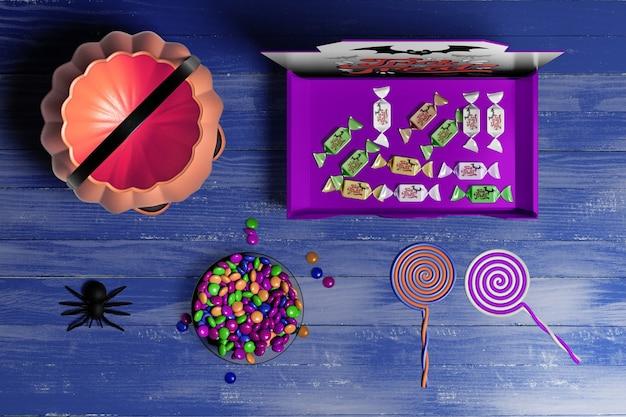Halloween-konzept auf hölzernem hintergrund