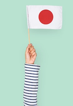 Hand, die japanische flagge hält