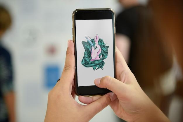 Handy, das einhorngraphik zeigt