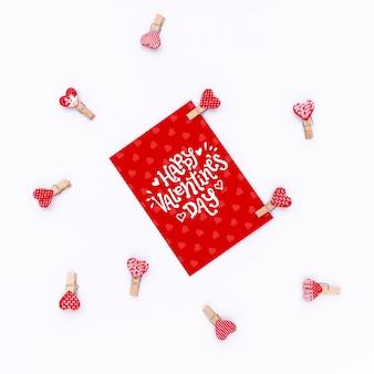 Happy valentinstag schriftzug auf rote karte