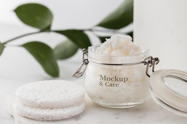 Hautpflege-sheabutter im glas-mock-up-arrangement