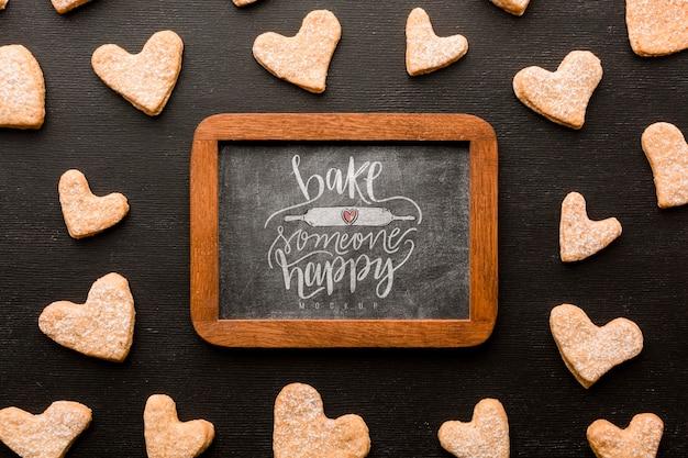 Herzförmige kekse lagen flach