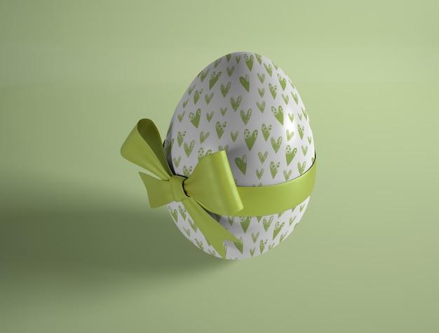 High angle easter egg eingewickelt