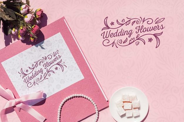 Hochzeitsdekoration in rosa tönen mit schriftzug