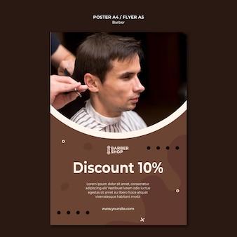 Hohe ansicht mann bei friseur shop poster vorlage