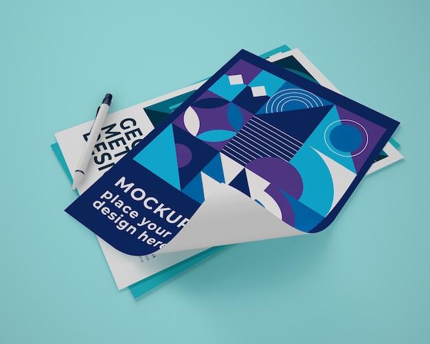Hoher winkel des papiermodells mit geometrischem design