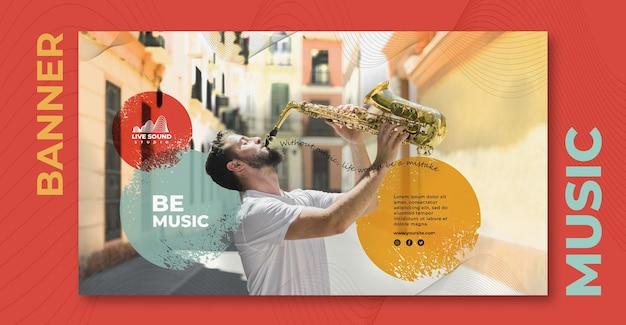 Horizontale bannerschablone der musik mit jungen, der das saxophon spielt