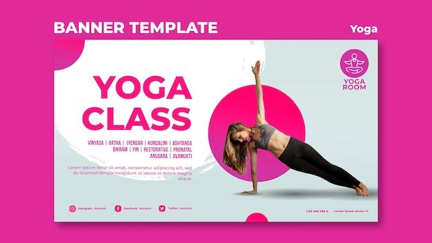 Horizontale fahnenschablone für yoga-klasse mit frau