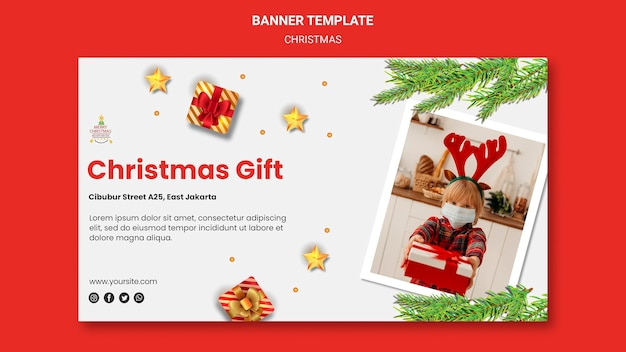 Horizontales banner für weihnachtsfeier mit kind in weihnachtsmütze