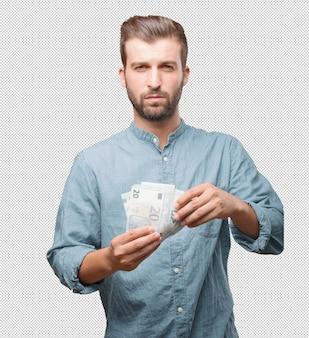 Hübscher junger mann mit geld in der hand